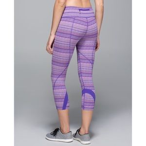 Lululemon. Inspire Crop. Space Dye Twist Iris
